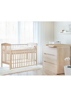 Natural YappyQu baby cot and YappyOwl dresser